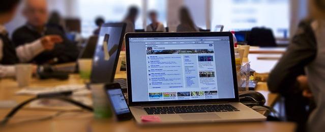 Bilde av en laptop og mobil med Oslo kommunes nettsider på.